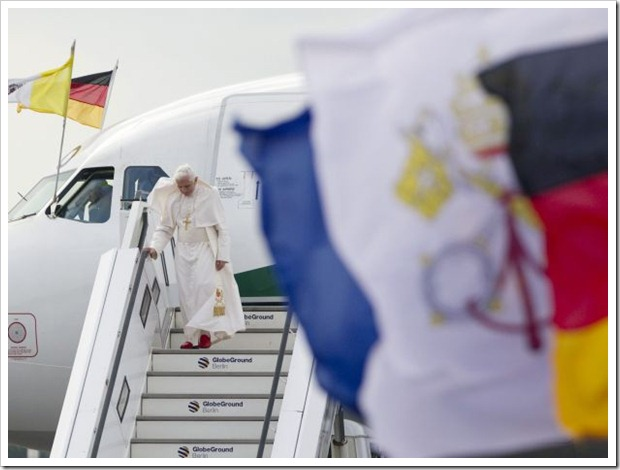 Bento XVI na Alemanha_chega no Aeroporto Tegel em Berlim
